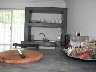 Beauclair Guest Cottage Stellenbosch - Kitchen