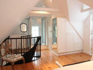 Beauclair Guest Cottage Stellenbosch - Open plan bathroom in loft bedroom