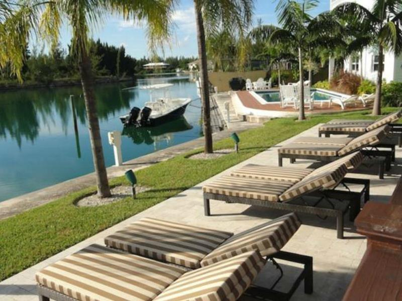 Dolphin Cove - Hotels and Accommodation in Bahamas, Central America And Caribbean