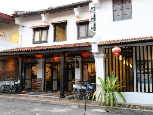 Layang Layang Guest House - 1.5 star located at Jonker Street