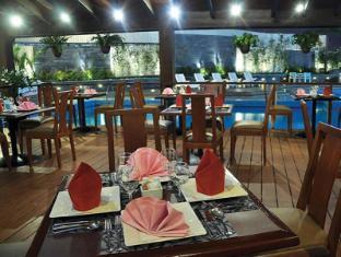Heritage Hotel Manila - Poolside Al Fresco