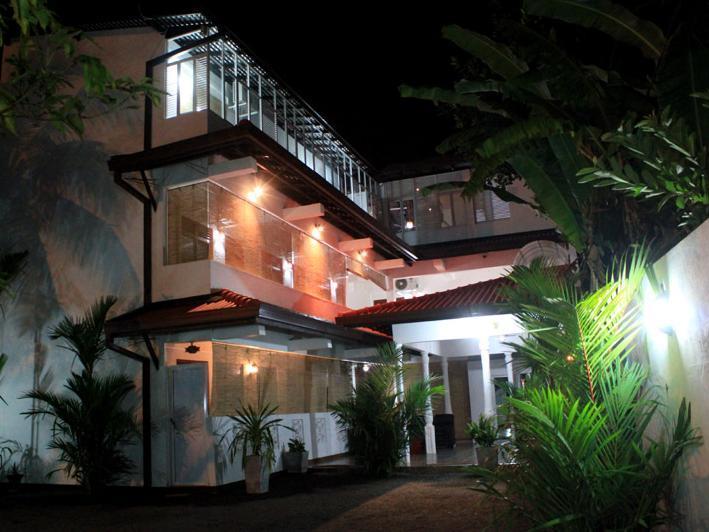 Tharusha Holiday Inn - Hotels and Accommodation in Sri Lanka, Asia