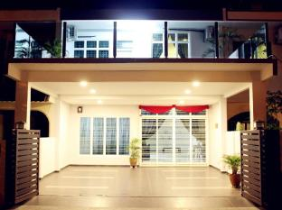 Homely Vacation House - 0star located at Malacca City Center