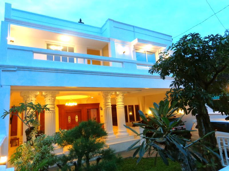 New - Austin Residence Kadipiro - Hotels and Accommodation in Indonesia, Asia