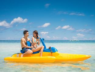 Bohol Beach Club Resort Panglao Island - couple on pedal boat