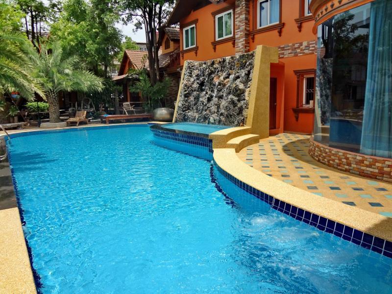 Khunsri Resort Art Boutique Hotel