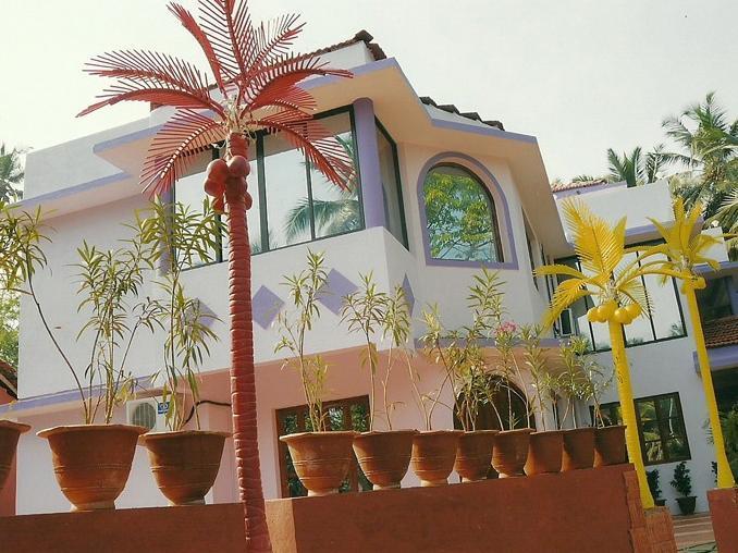 Coconut Grove Royale Resort