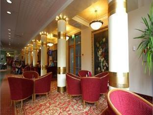 Meriton Grand Tallinn Hotel Таллин - Лобби