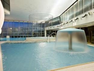 Meriton Grand Tallinn Hotel Таллин - Бассейн