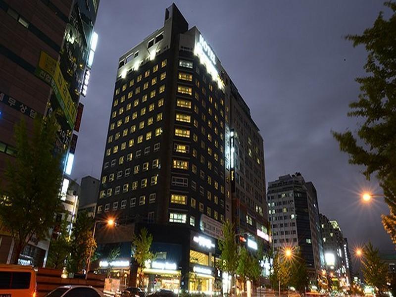 โรงแรมดันแซน เกรย์โทน