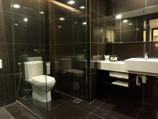The Regency Rajah Court Hotel Kuching - Bathroom