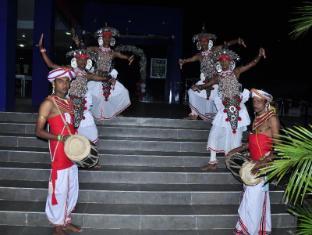 Gunners Club - Minneriya Polonnaruwa - Entrance