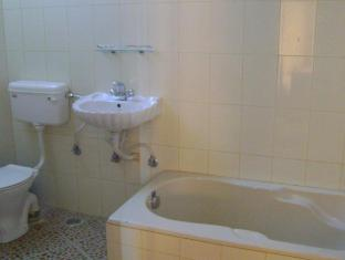 Tiled bathroom, bathtub, sink, comode