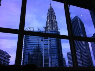 Ammar KLCC Suite 1 at Parkview Kuala Lumpur - KLCC View From Window