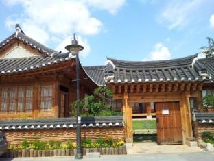 Woojeonjae Hanok Guesthouse