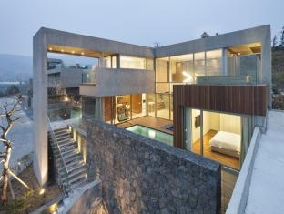 Bayhill Pool Villa