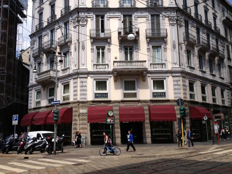 Hotel la madonnina city center milan italy great for Bar madonnina milano