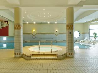 H4 Hotel Hannover Messe Hannover - Swimming Pool