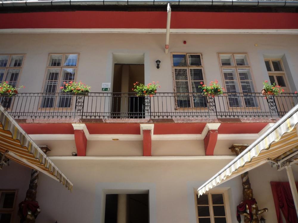 Feher Pava Restaurant and Hostel
