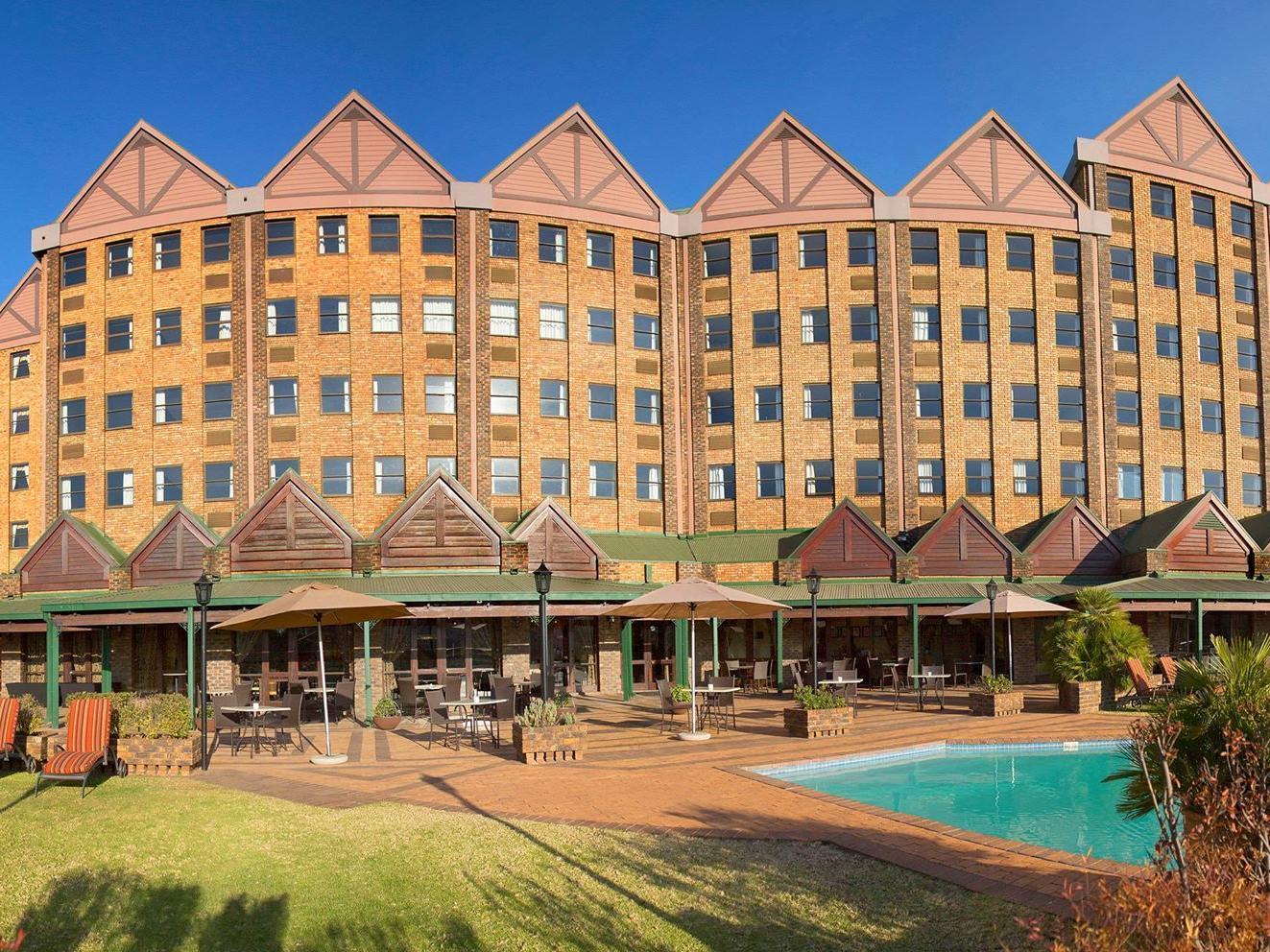 โรงแรมเซนทูเรี่ยนเลค