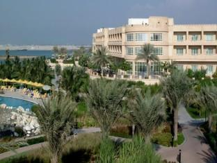 Al Hamra Fort Hotel and Beach Resort Ras Al Khaimah - Hotel Exterior