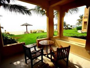 Al Hamra Fort Hotel and Beach Resort Ras Al Khaimah - Balcony/Terrace