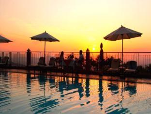 Amaya Hills Hotel Kandy Kandy - Signature dining by the pool