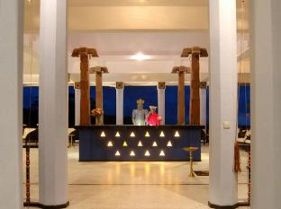 Amaya Hills Hotel Kandy Kandy - At the Entrance Reception