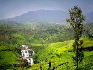 Amaya Hills Hotel Kandy Kandy - Breathtaking waterfalls - Nearby Attractions