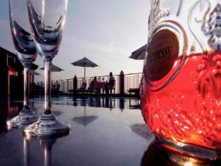 Amaya Hills Hotel Kandy Kandy - Wine & Dine by the pool