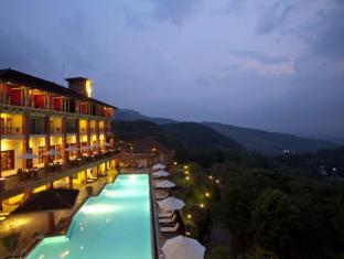 Amaya Hills Hotel Kandy Kandy - The resort by nightfall