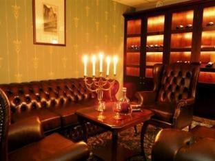 Barons Boutique Hotel Tallinn טלין - בר/טרקלין