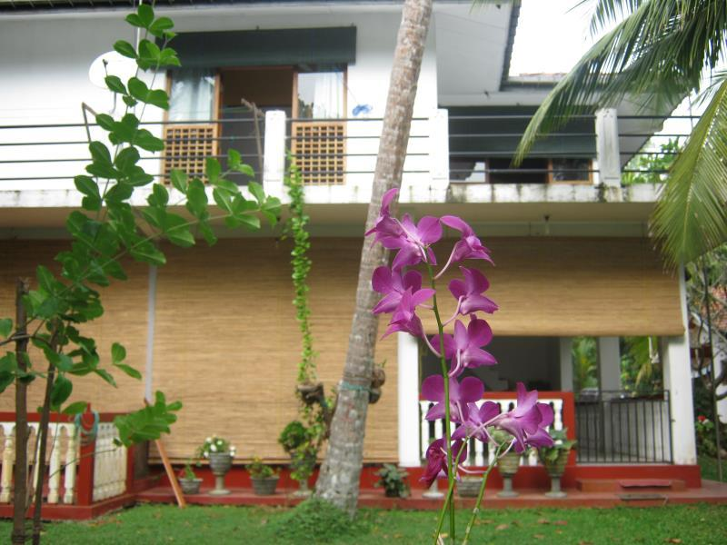 Isuru Holiday Home - Hotels and Accommodation in Sri Lanka, Asia