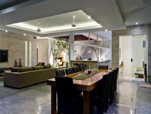 Villa Bersantai Bali - Dining Room