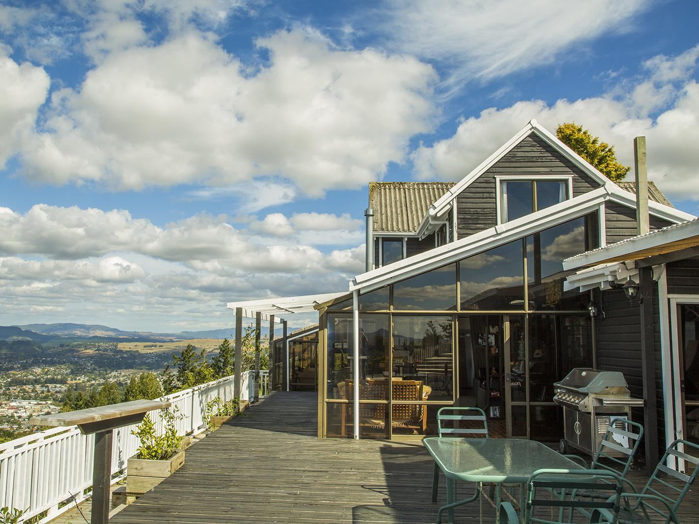Aorangi Peak Holiday House - Hotels and Accommodation in New Zealand, Pacific Ocean And Australia