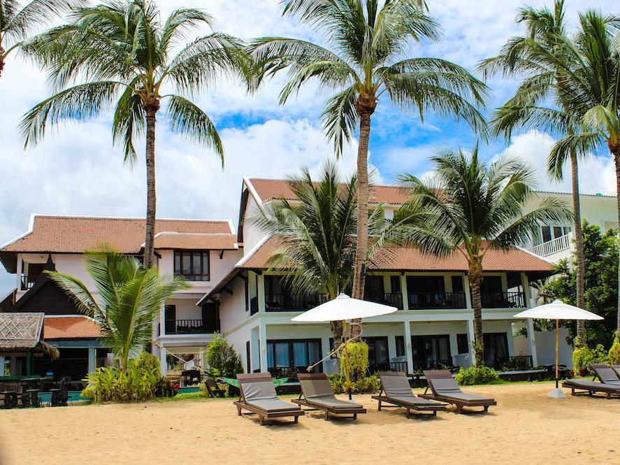 โรงแรมบ้านบ่อผุด บีช