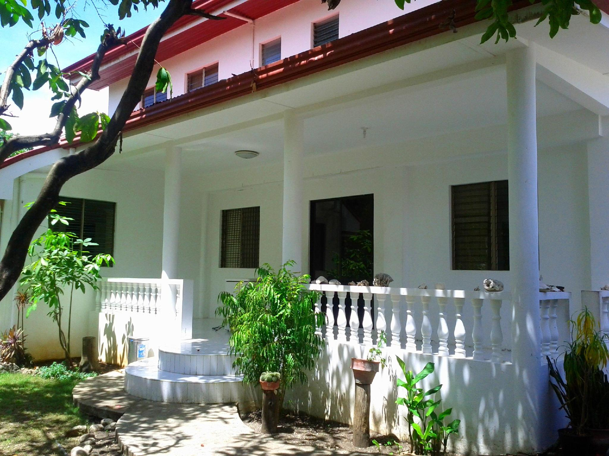 Luzmin BH - White House - Hotels and Accommodation in Philippines, Asia