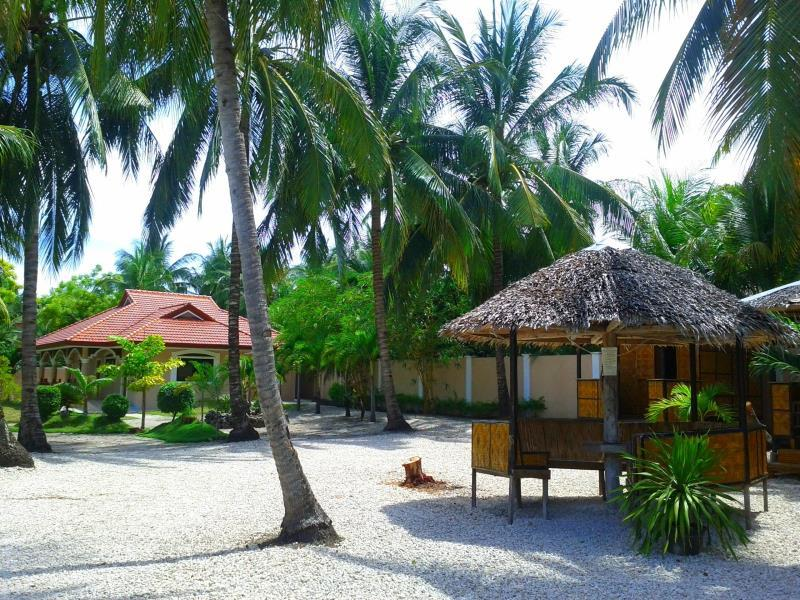Luzmin BH - Cottages and Bungalows - Hotels and Accommodation in Philippines, Asia