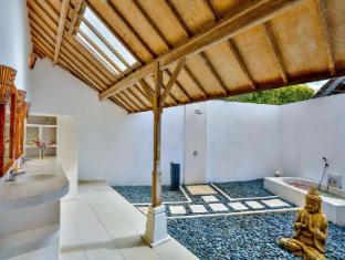 Villa Damai Kecil Bali - Bathroom