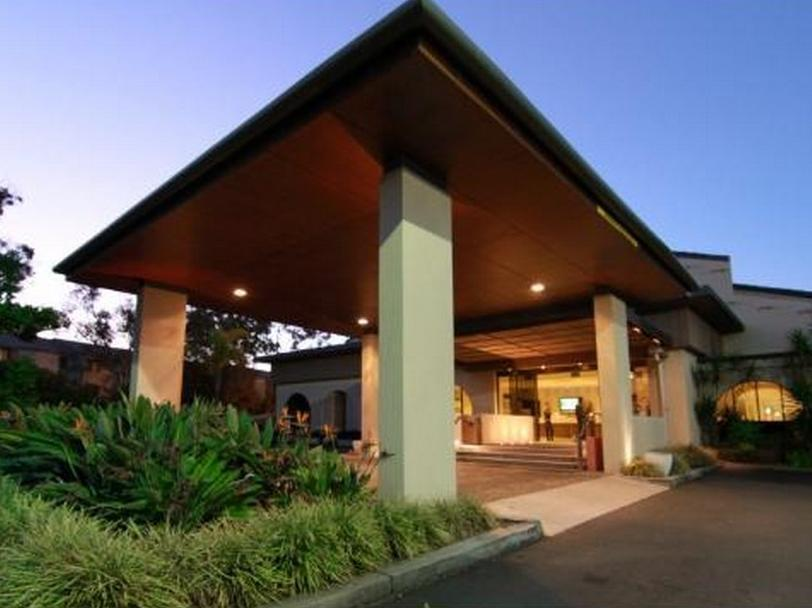 Quality Hotel Mermaid Waters Gold Coast - Hotel Exterior