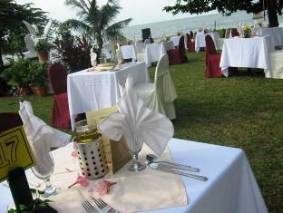 Tanjung Bungah Beach Hotel Penang - Beach