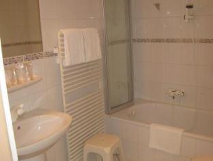 City Hotel Luxembourg - Bathroom