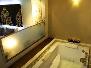 Bangkok Boutique Hotel Bangkok - Jacuzzi Bathtub in Spa Deluxe Room