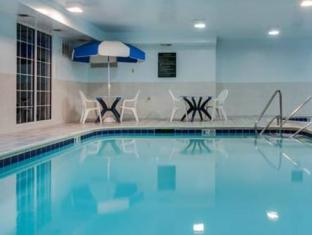 Country Inn and Suites by Carlson Chicago O'Hare Northwest Chicago (IL) - Swimming Pool