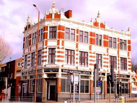 Antigallican Hotel