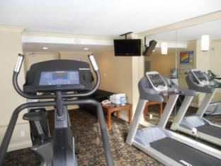 Park Inn & Suites by Radisson Vancouver (BC) - Fitness Room