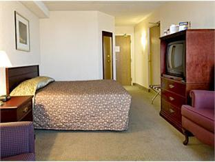 Travelodge Toronto North Hotel Toronto (ON) - Guest Room