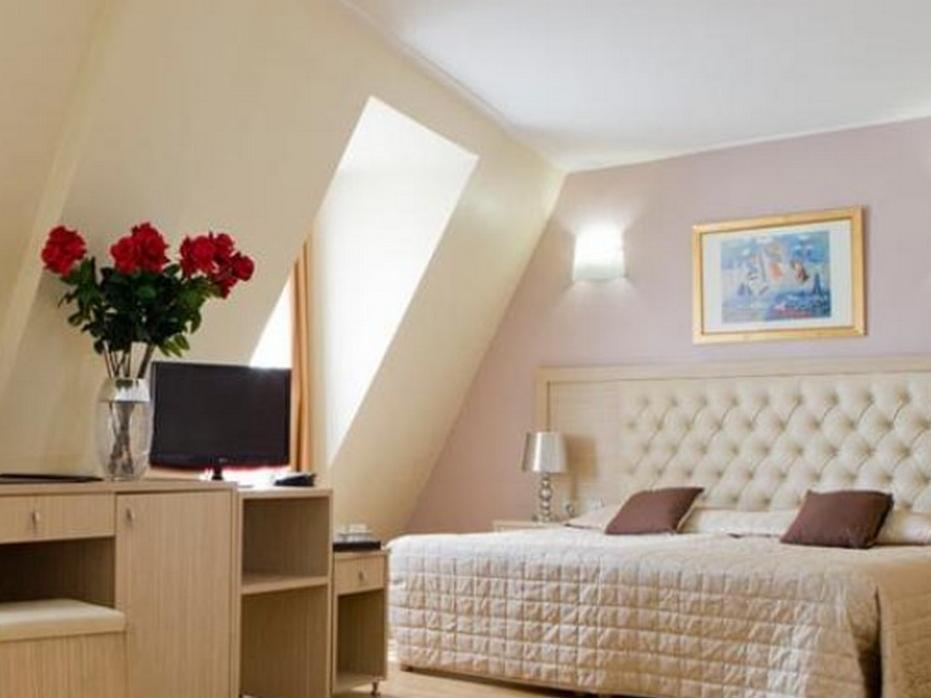 Hotel Lebron - Hotell och Boende i Frankrike i Europa