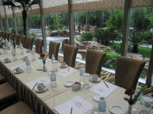 Shanghai Howard Johnson All Suites Hotel Shanghai - Glass Room