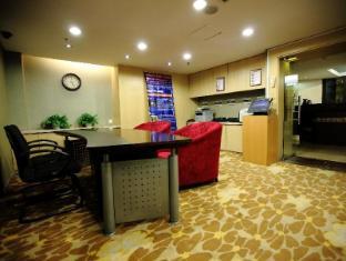 Shanghai Howard Johnson All Suites Hotel Shanghai - Business Center